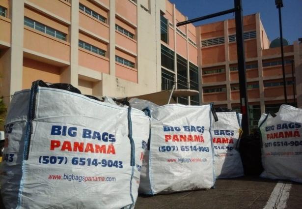 Plástico almacenado en big bags para su posterior reciclado